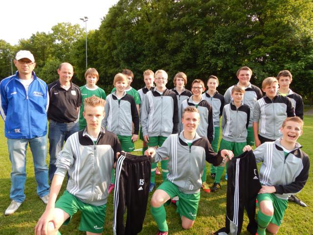 C-Junioren JSG DersumWalchumHasselbrock neue Trainingsanzüge