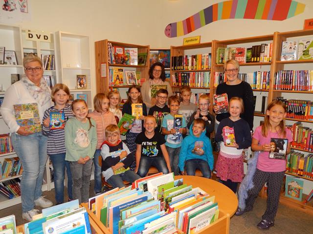 Grundschüler besuchen Bücherei (Copy)
