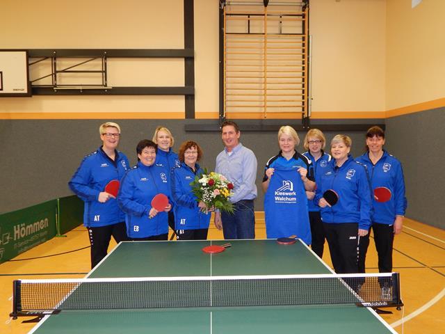 Neue Trainingsanzüge für die Tischtennis-Damen (Copy)